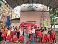 """Trao quà """"Tết yêu thương"""" cho Trung tâm bảo trợ trẻ em đường phố gia đình số 5"""